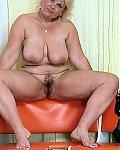 Dicke, blonde Lady mit Riesentitten!